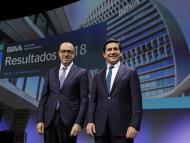 El consejero delegado de BBVA, Onur Genç, y el presidente de BBVA, Carlos Torres.