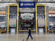 Un Airbus A380 en la línea de ensamblaje final en la sede de Airbus en Blagnac cerca de Toulouse.