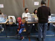 Spiderman en colegio electoral