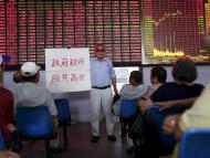Inversores siguiendo la cotización de la bolsa de Shanghai
