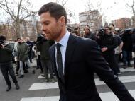 Xabi Alonso a la salida de los juzgados tras declarar por fraude fiscal en enero.