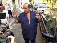 Gil a la salida de los juzgados.