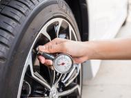 Comprobar la presión de los neumáticos