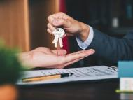 Persona alquilando una vivienda