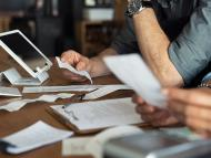 Revisar las facturas del hogar