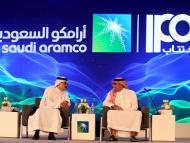El presidente y CEO de Saudi Aramco, Amin Nasser, y el director de la petrolera, Yasser al-Rumayyan
