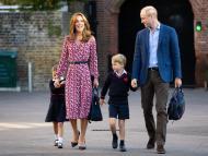 Kate Middleton y el príncipe William junto a sus hijos.