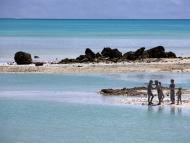 Unos niños juegan en la isla de Tarawa del Sur, en la nación de Kiribati.