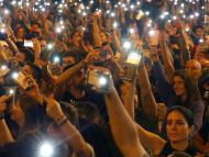 Protesta con teléfonos en Barcelona.