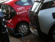 Un punto de recarga de coches eléctricos en Londres