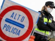 Control de policía en la frontera de España por la pandemia del coronavirus