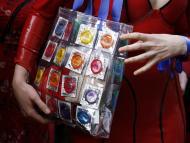 Escasez de condones por los cierres por coronavirus.