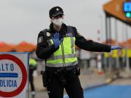 Policía Nacional en la frontera con Francia.
