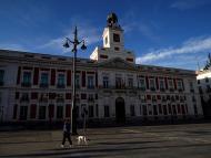 La Puerta del Sol de Madrid, vacía por el confinamiento debido a la crisis del coronavirus