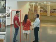 Avigilon, una solución de Motorola para controla el distanciamiento social en establecimientos mediante una cámara con inteligencia artificial.
