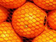 Bolsa roja de naranjas