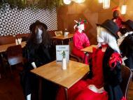 Maniquíes para rellenar la falta de aforo en un restaurante de Vilna, Lituania, durante la crisis del coronavirus.