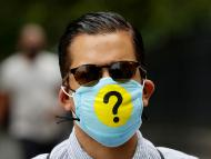 Un hombre con una mascarilla en plena pandemia del coronavirus