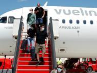 Pasajeros alemanes desembarcando en Mallorca.