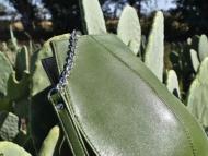 Bolso de cuero hecho de cactus.