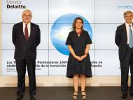 Izq.a dcha: José Bogas, CEO Endesa; Teresa Ribera, Vicepresidenta Cuarta del Gobierno de España y Ministra para la Transición Ecológica y el Reto Demográfico;  y Fernando Ruíz, presidente de Deloitte