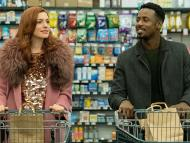 Anne Hathaway como Lexi, y Gary Carr como Jeff, en 'Modern Love' de Amazon Prime Video.