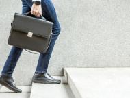 Hombre de negocios con un maletín