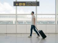 Hombre en el aeropuerto.