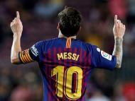 Leo Messi de espaldas celebrando un tanto