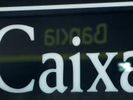 El logotipo de Bankia reflejado sobre el de CaixaBank