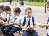 niños en el recreo, meriendas