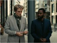 Robert Pattinson y John David Washington están llenos de encanto y carisma en 'Tenet'.