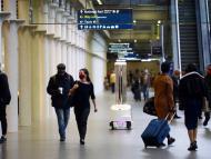 Un robot ultravioleta desinfecta la estación de Londres