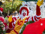 Ronald McDonald, imagen de McDonald's, en un desfile de Navidad, en Nueva Zelanda.