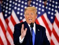 Donald Trump da un discurso en la Casa Blanca durante la noche electoral.