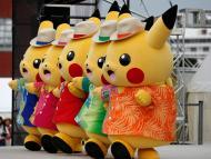 Varias personas disfrazadas de Pikachu