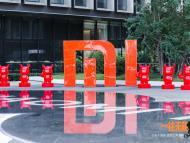 xiaomi logo escultura