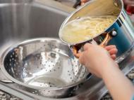 No tires el agua de la pasta