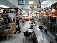 Bar vacío en Madrid
