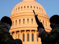 La Guardia Nacional custodia el Capitolio de Estados Unidos tras el asalto de partidarios de Trump a pocos días de la toma de posesión de Joe Biden
