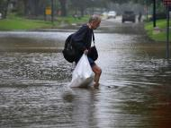 hombre compra inundación