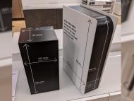 En Ikea tienen PS5 y Xbox Series X de plástico con las medidas, para que compruebes si caben en el mueble que quieres