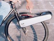 Esta pinza convierte cualquier bici en eléctrica, con solo colocarla en la rueda delantera