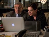 Robert De Niro, como Ben, y Anne Hathaway, como Jules, en 'The Intern'.