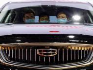 Un vehículo de Geely dentro de la feria internacional de motor de Pekín en 2020