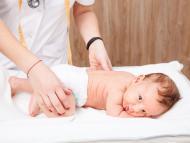Bebé en el pediatra.