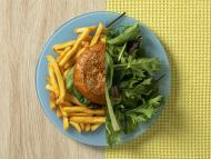 Ensalada y hamburguesa.