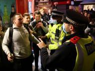 """Un estudio advierte del riesgo de transmisión de COVID-19 en bares y observa incidentes de """"gran preocupación"""""""
