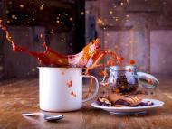 Café desbordando de la taza