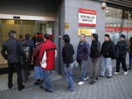 Cola en una oficina de empleo en Madrid